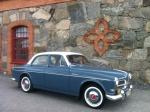 Volvo Amazon 1960 på utflykt vid ett glasbruk i uppland.
